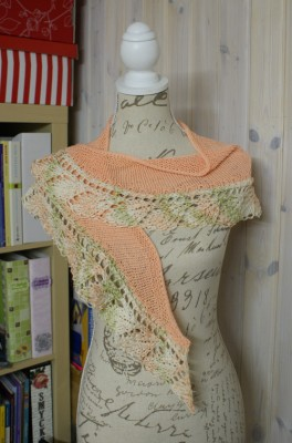 sjal med bladmönster