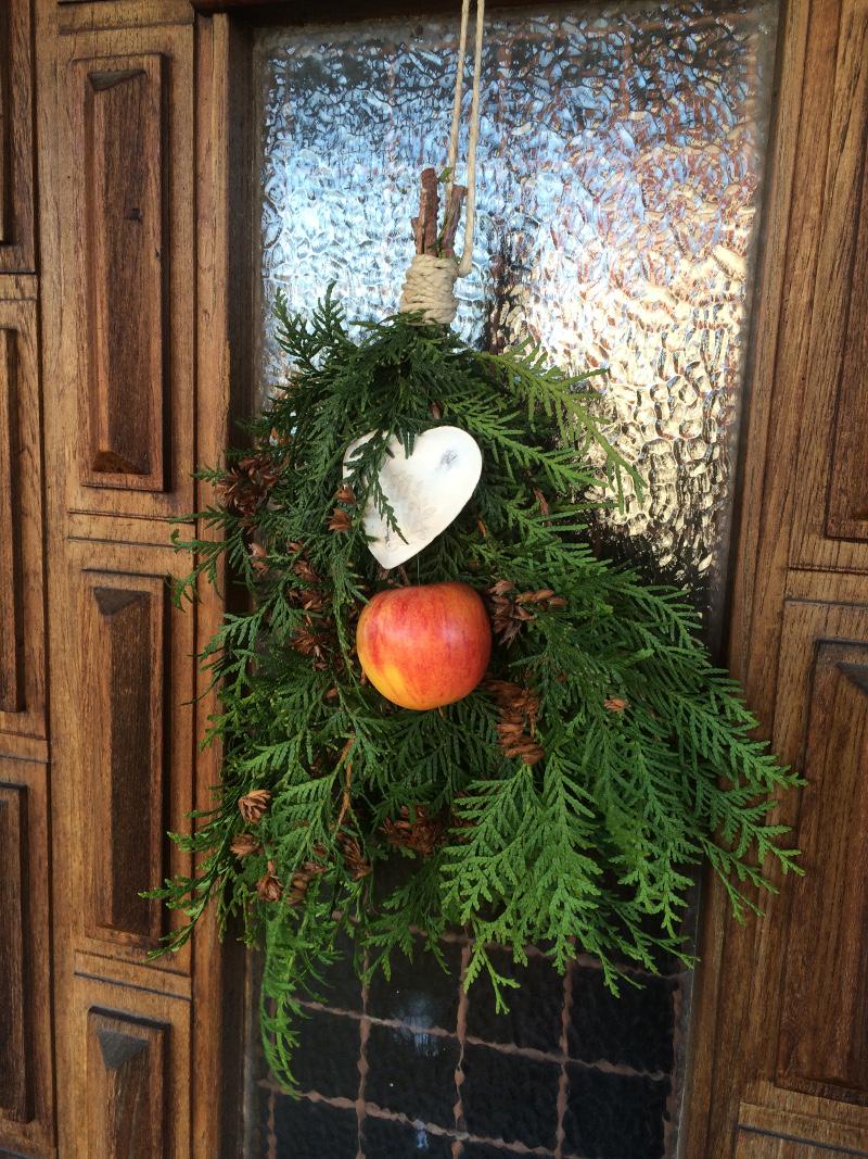 14a_Risbukett på dörren